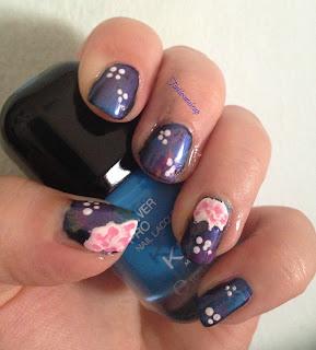 white_hibiscus_nail_art