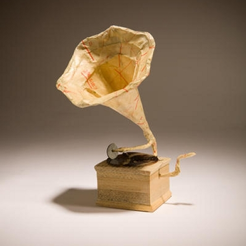 04-Gramophone-Ching-Ching-Cheng-Vintage-Camera-Sculptures-Made-of-Books-and-Maps-www-designstack-co