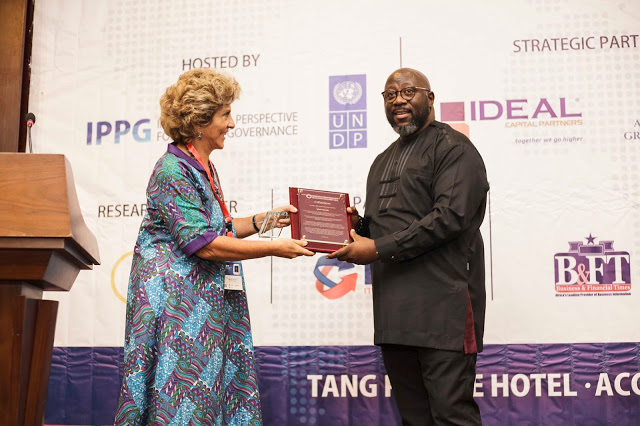 Photos : Iyiola Ayoade Receives Business & Entrepreneurship Award