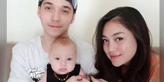 Stefan William bersama anak dan istri