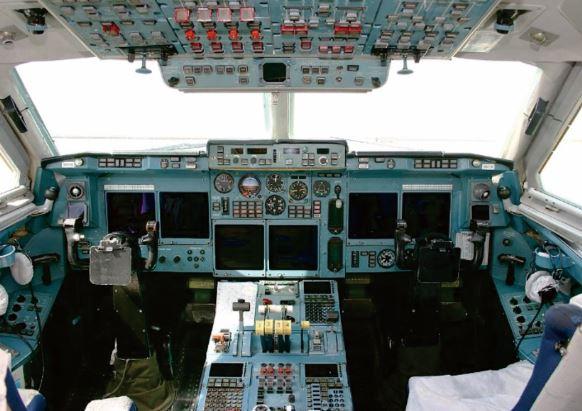 Ilyushin IL-96-300 Cockpit
