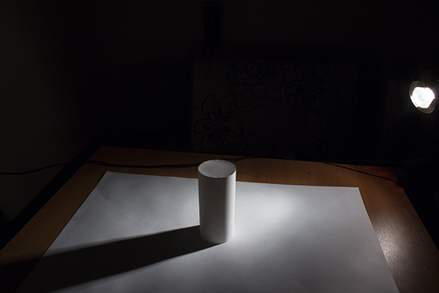 34-фотография-свет-и-тень-на-белом-цилиндре