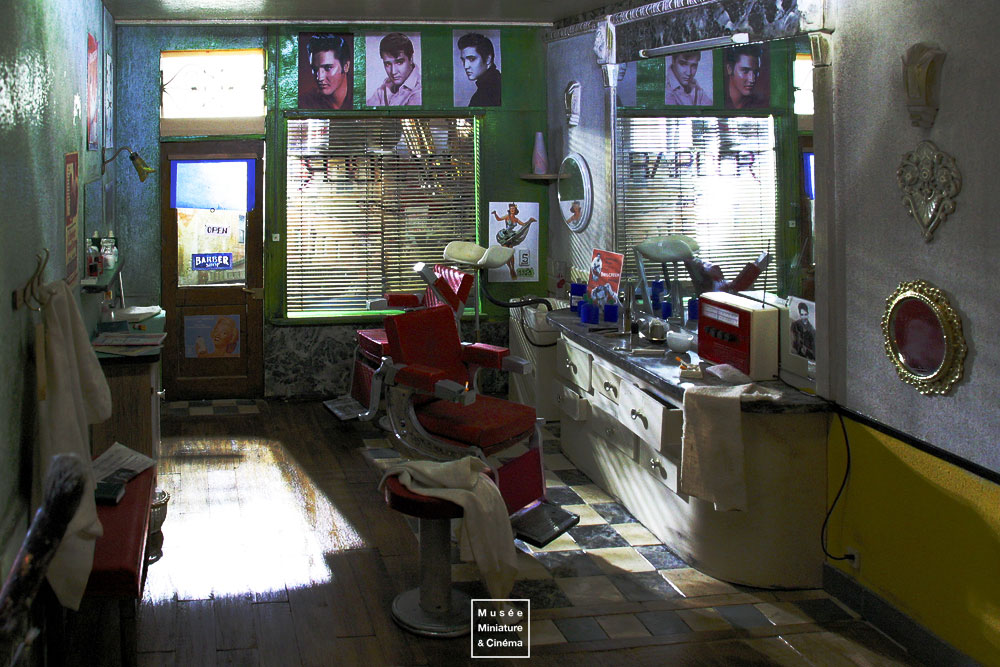 04-The-Barber-Michel-Perez-Dan-Ohlmann-Musée-Cinéma-et-Miniature-Miniature-Movie-Sets-and-Realistic-Sculptures-www-designstack-co