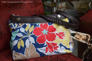 http://joysjotsshots.blogspot.com/2015/06/large-purse-skirt-pattern-free.html