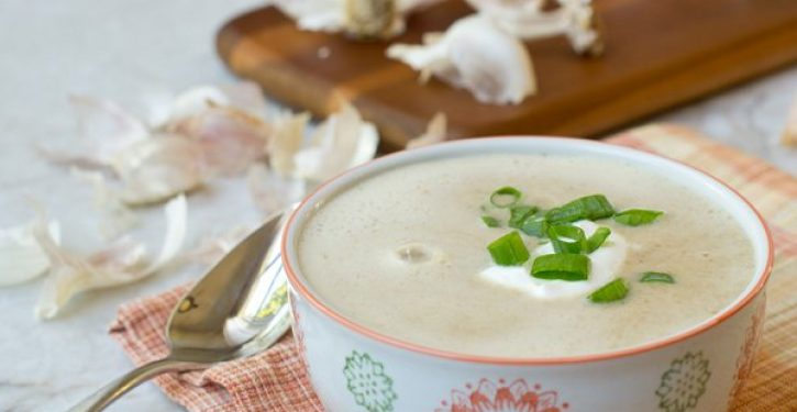 """This Delicious Garlic Soup Is A Natural """"Medicine"""" That Fights Flu, Colds And Other Diseases"""