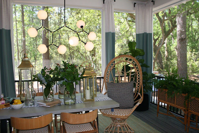Gorgeous screened in porch in a cottage farmhouse in Palmetto Bluff, SC | The Lowcountry Lady
