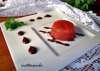 Gelee alle fragole su ganache fondente ricetta dessert