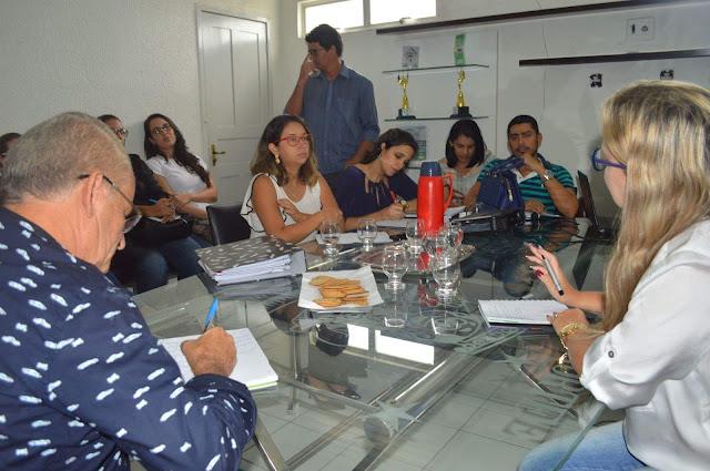 http://www.blogdofelipeandrade.com.br/2017/01/cassiano-se-reuniu-com-equipe-da-geres.html