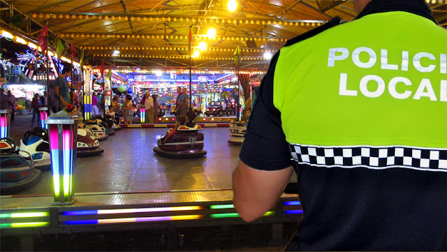 http://www.totuputamadre.com/2016/04/caos-en-la-caseta-de-la-policia-al.html
