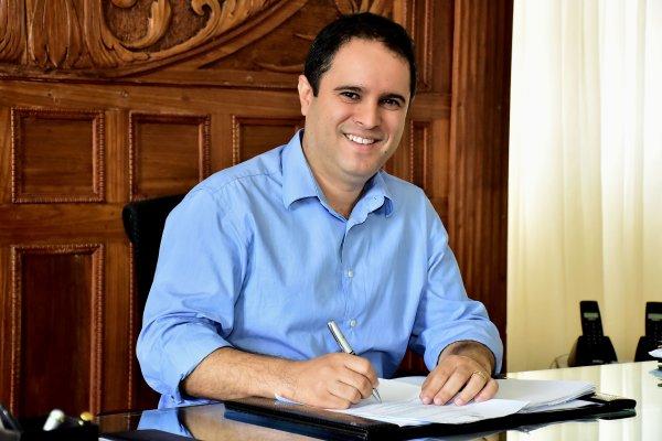 Prefeito Edivaldo anuncia concurso público para área da Assistência Social