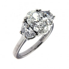 Impress Your Love By Obtaining A Round Brilliant Cut Engagement Ring