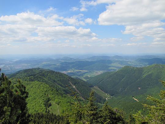 Widok ze Suchego w kierunku Gór Kisuckich.