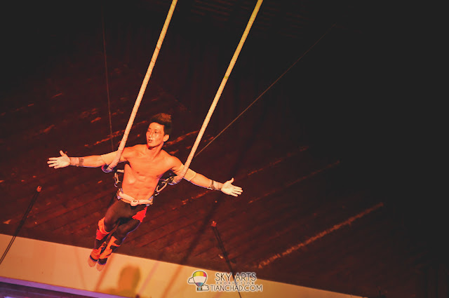 GO Jiwon  with his astonishing acrobatic act in the air
