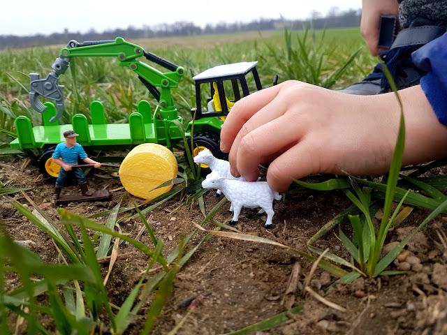 dzieciństwo wczoraj i dziś - Mini Farma - Kupzabawke.pl - Artyk - kombajn - traktor dla dziecka - zestaw małego rolnika -maszyny rolnicze - zabawki dla dzieci - zabawki dla chłopca - dzieciństwo na wsi - zabawa w gospodarstwo