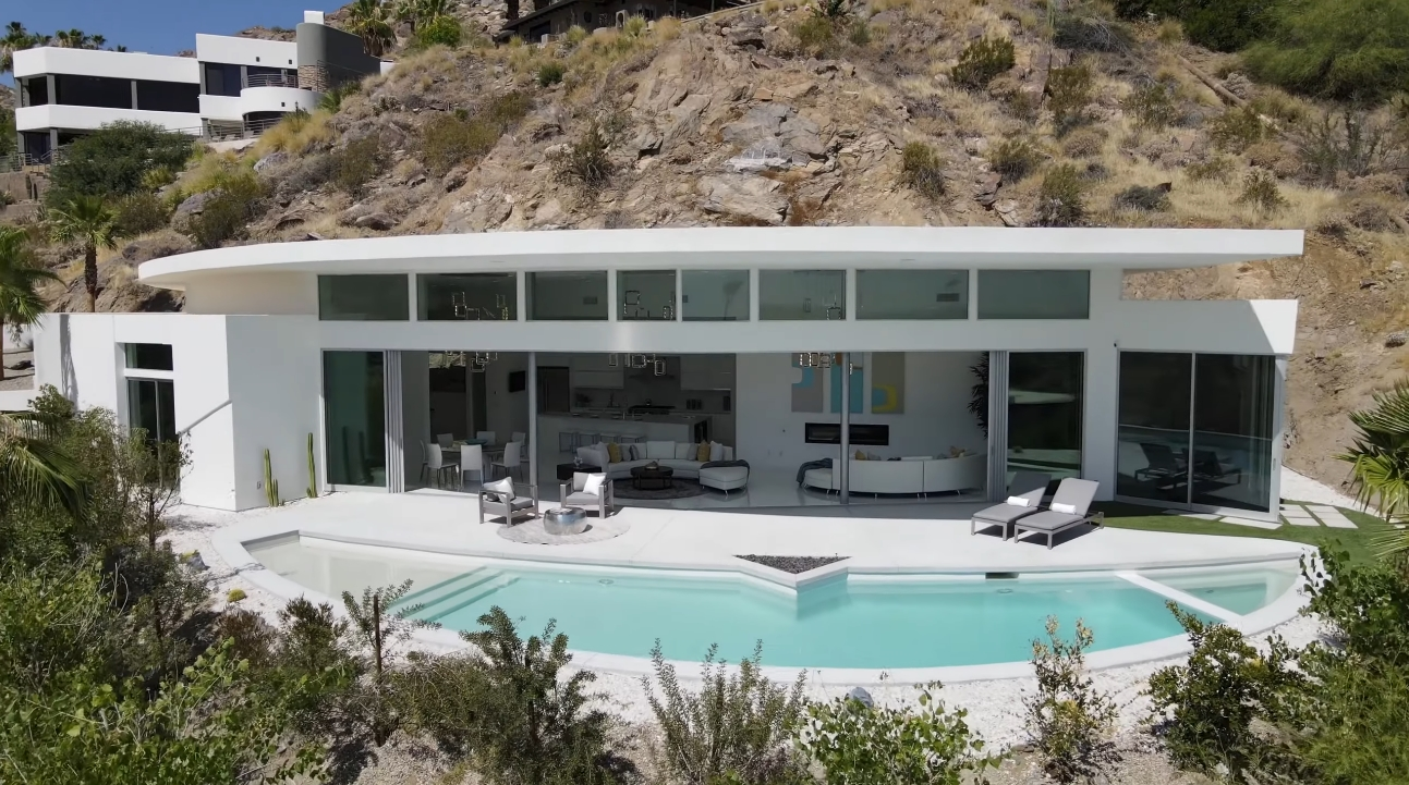 32 Photos vs. Palm Springs, CA Luxury Home Interior Design Tour By Brian Foster