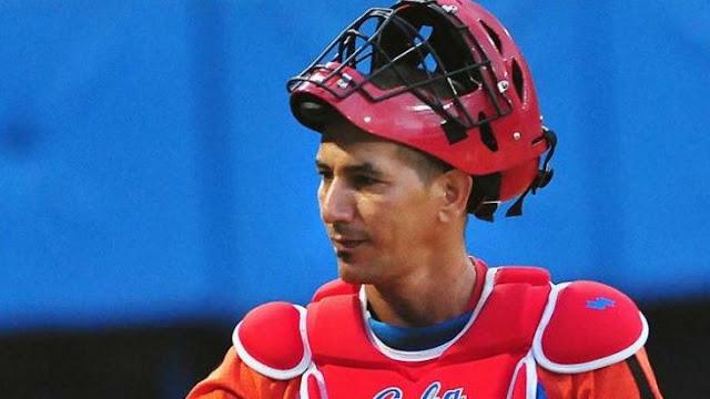 """Uno de los mejores catchers de la historia de la pelota cubana, fue reportado este viernes como """"estable"""", con el tratamiento médico requerido y a la espera de análisis microbiológicos, que confirmen o no, una posible leptospirosis"""