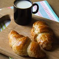 http://www.bakingsecrets.lt/2014/05/croissants-prancuziski-rageliai-arba.html
