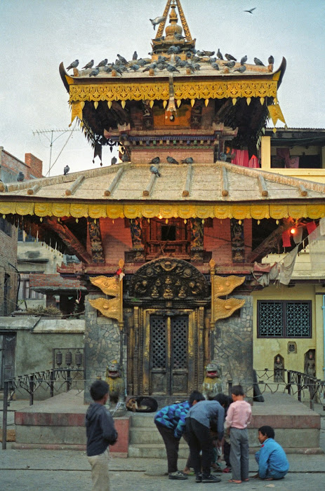 Népal, Katmandou, Stupa Kathesimbu, Chandraman Singh Marg, © L. Gigout, 1990