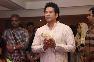 Sachin Tendulkar with his wife at Mata ka Jagrata hosted by Anu Malik 04.JPG