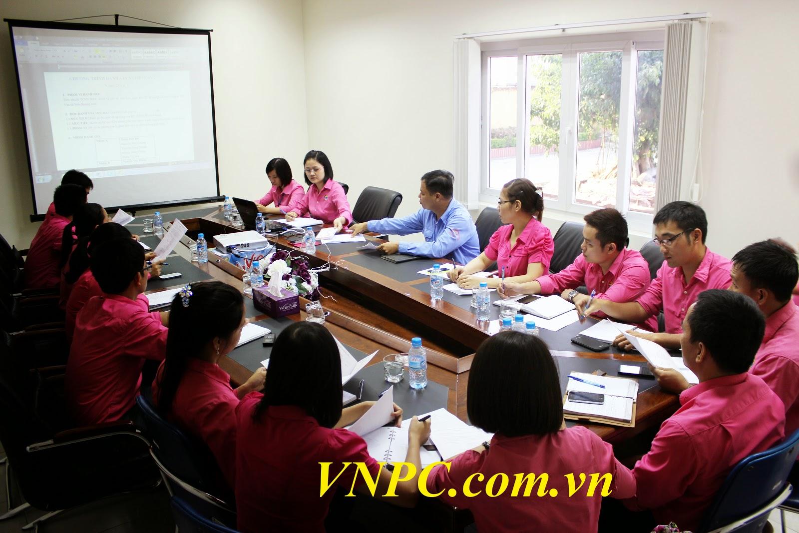 Thuê máy chiếu họp nội bộ công ty trọn gói giá rẻ ở TpHCM