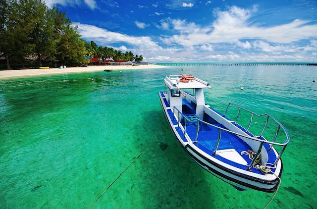 Pantai di Indonesia Yang Wajib Didatangi Tahun 2017 - Pantai Derawan Kalimantan Timur