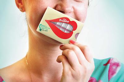 embalagem criativa da trident no dente