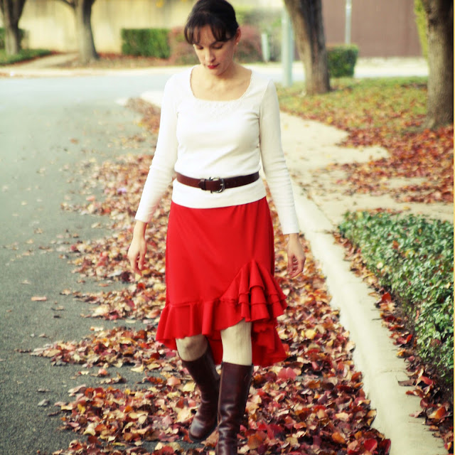Make this high-low ruffled skirt - so pretty! And knit fabric makes it comfortable. Get the whole tutorial at Melly Sews