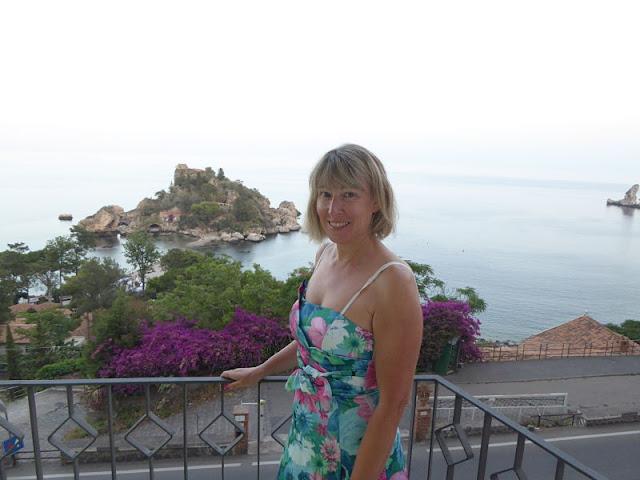 Panorama dell'Isola Bella di Taormina dal balcone dell'albergo