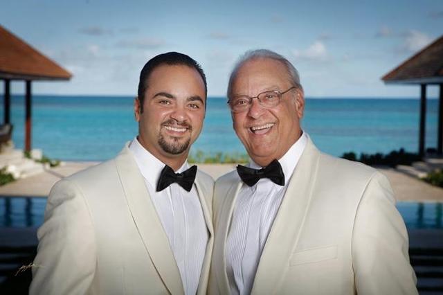 Giancarlo junto a su padre Freddy Beras Goico. El llevará al cine la vida del fallecido artista dominicano.