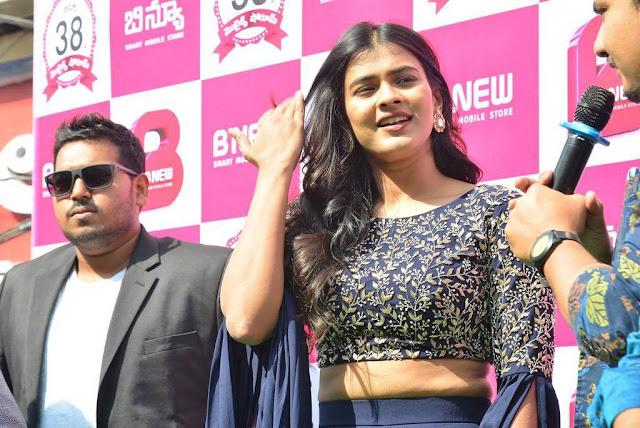 Hebah Patel Stills At B New Mobile Store At Chirala