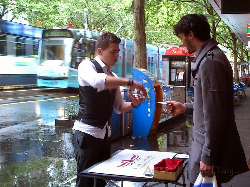 Magic tricks on the streets of Melbourne, Australia