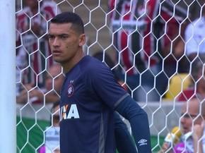 Com Santos no gol, Atlético-PR busca a primeira vitória no Paranaense