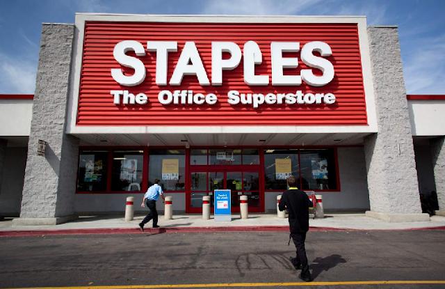 Compra de celular na Staples na Califórnia