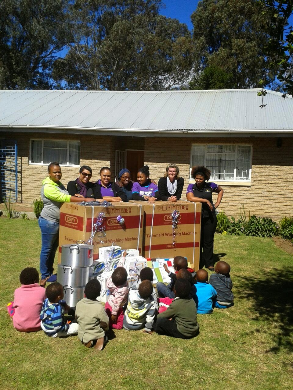 Donations from the Hollywoodbets King Williams Town team to the KWT Child and Youth Care Centre - CSI - Social Responsibility