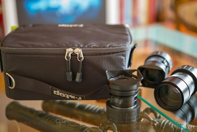 Fourre-tout du photographe  f-Stop - F-Stop photographic tote; Some Leica lenses.
