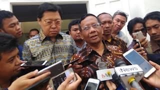 Beredar Meme Hoaks Dirinya Dukung Prabowo, Mahfud MD: Itu 2014 Bro