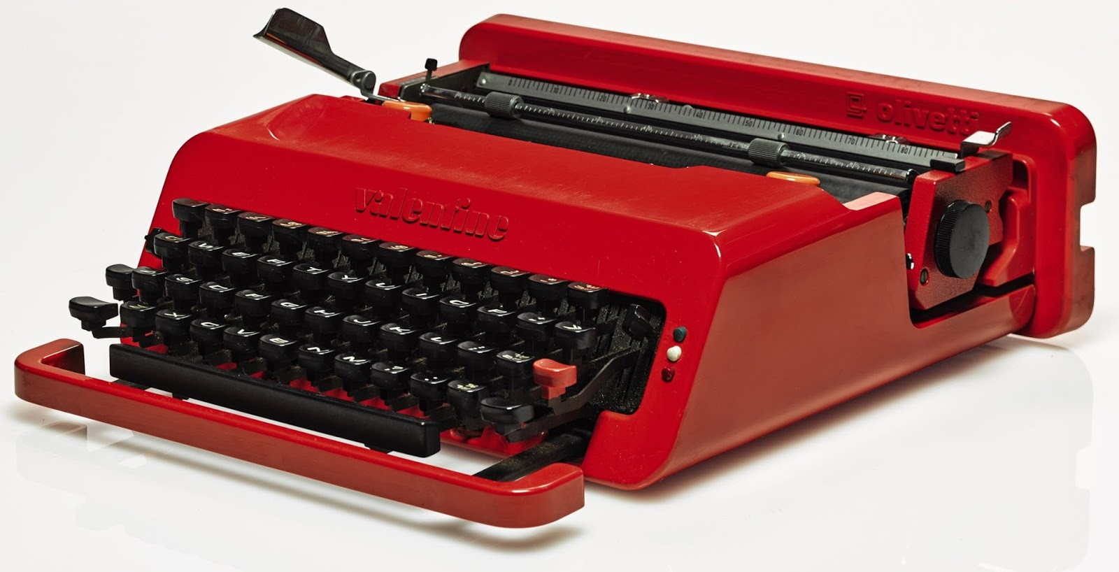 Perfekt David Bowieu0027s Olivetti Valentine Typewriter Sells For $A74,263