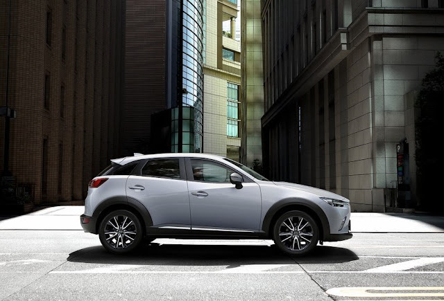 2017 Mazda CX-3 white.jpg