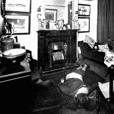 Police photograph of Julia Wallace's battered corpse. But who was the culprit?