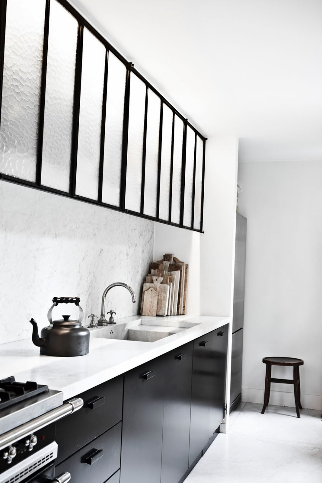 simplicity love antwerp house belgium vincent van duysen. Black Bedroom Furniture Sets. Home Design Ideas