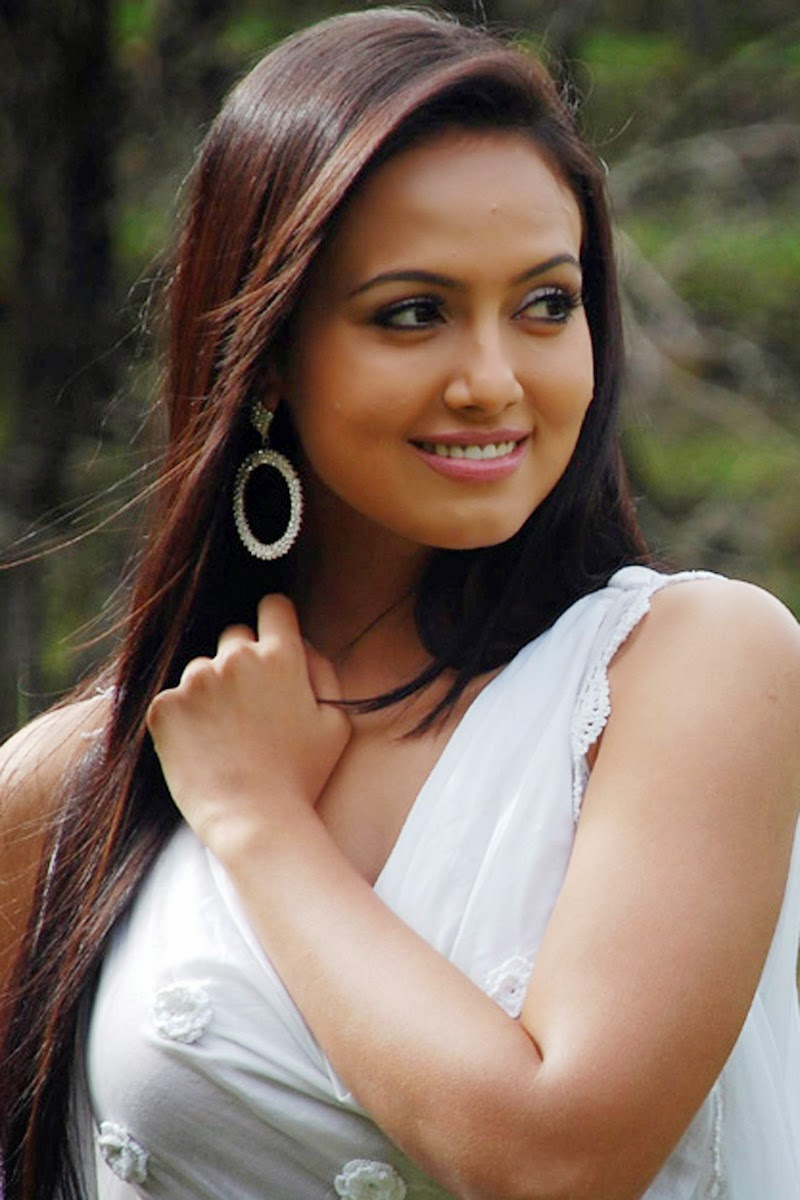 Bollywood Film Actress Sana Khan Bob Showing Still Photo -1282