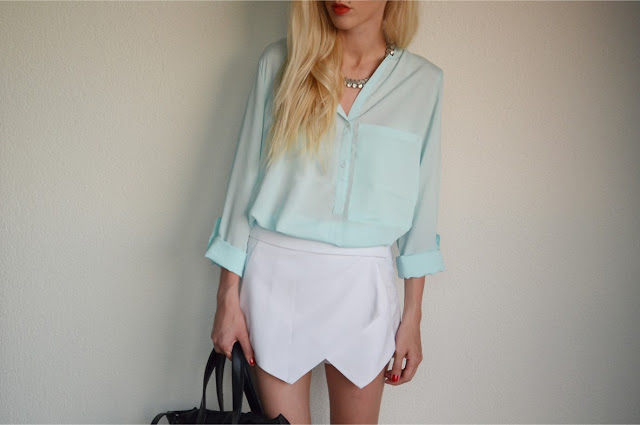 CROATIA: LIGHT BLUE BLOUSE & WHITE SKORT / new UDOBUY & DRESSLINK shoes