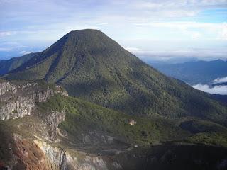 Jalur Pendakian Gunung Gede Pangrango Via Gunung Putri