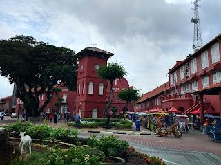 bangunan merah