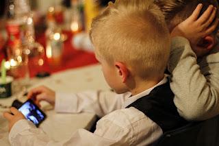 Kita semua pasti mengakui bahwa perkembangan dunia teknologi begitu pesat pada zaman seka Cara Mencegah Dampak Negatif Internet Terhadap Anak Kita Teradminng dengan Bantuan Situs appmia