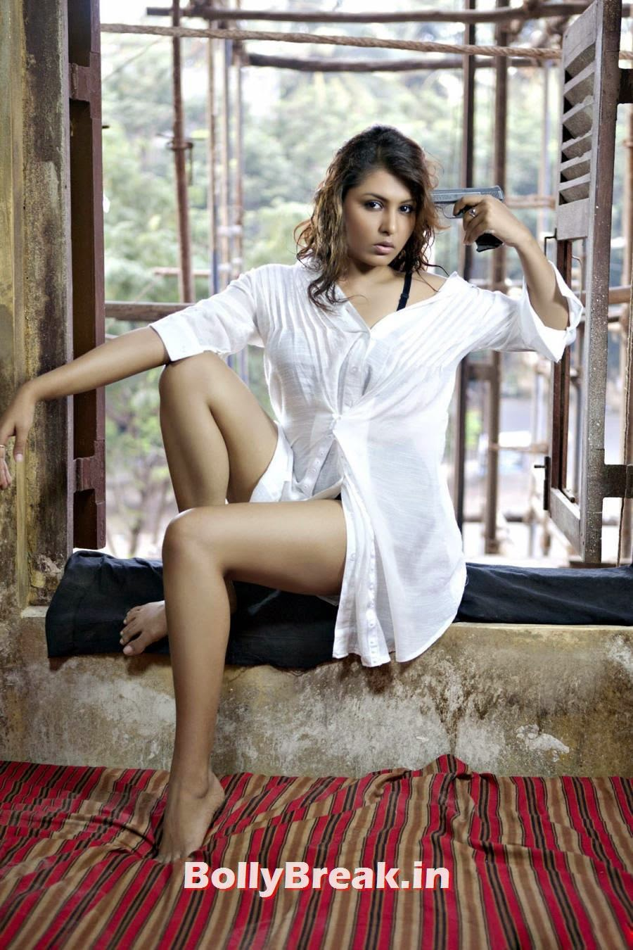 Madhu Shalini Hot Images On Bed Without Dress Only Shirt Pandey Ass
