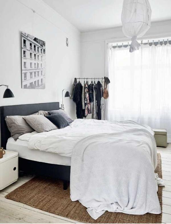cama con sabanas y funda nordica en blanco