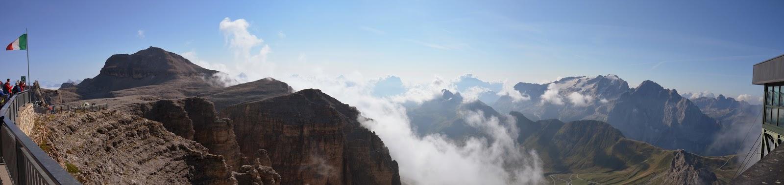 Piz Boè: escursione ad anello dal passo Pordoi al rifugio Capanna Fassa.