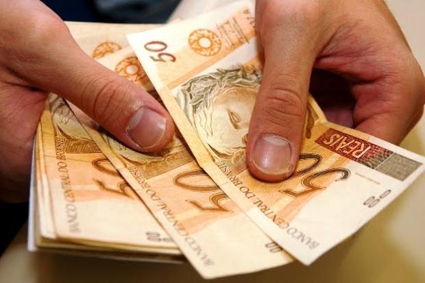 Governo Federal volta a baixar salário mínimo e valor cai para R$ 965