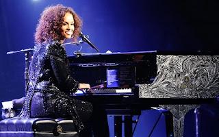 Alicia Keys Lyrics - Piano & I